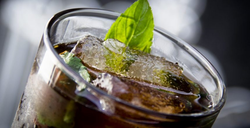Rum and diet coke close up
